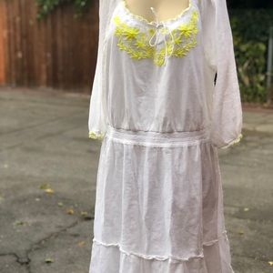 Old Navi embroidery dress